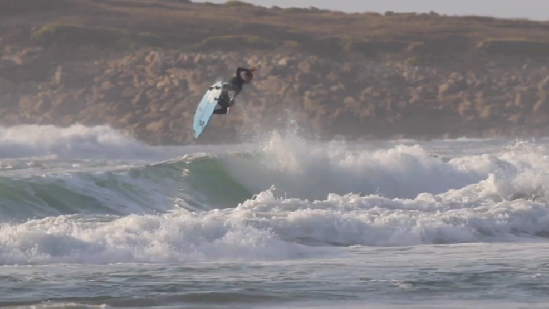 Connected : la Bretagne made by Hugo Tosetti - Surf Session